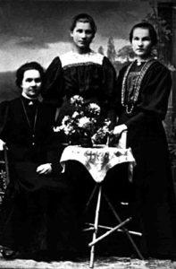Nyplääjiä ryhmäkuvassa 1900-luvun alussa