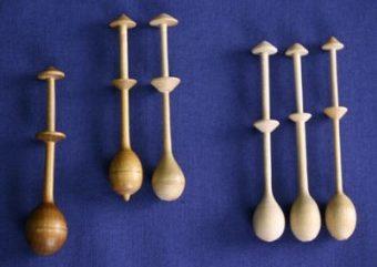 Pitsinnypläyksessä käytettäviä nypylöitä