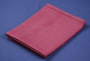 Punainen pyyhe lähikuvassa.
